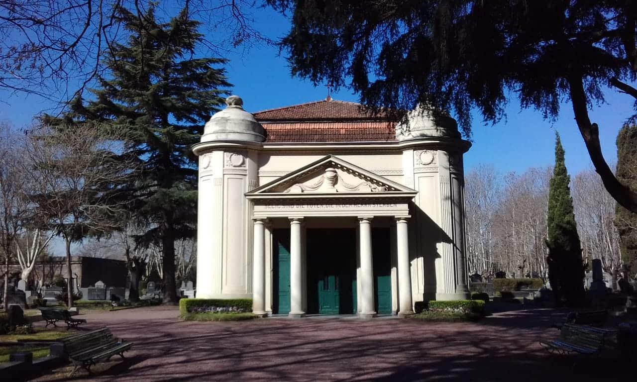 Cementerio Alemán de Buenos Aires:  la capilla de responsos y su proyectista Johannes Kronfuss